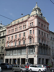 The pink colored Grünbaum-Weiner House - Budapešť, Maďarsko