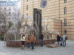 The Emanuel Memorial Tree at the Dohány Street Synagogue, in memory of the Holocaust victims of Hungary - Budapešť, Maďarsko
