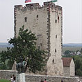 The relatively well-conditioned Residental Tower of the 15th-century Castle of Nagyvázsony, and the statue of Pál Kinizsi in front of it - Nagyvázsony, Maďarsko