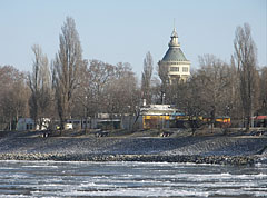 The Margaret Island with the Water Tower in wintertime - Budapešť, Maďarsko