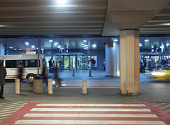 Budapest Liszt Ferenc Airport, Terminal 2A, the arrival area from outside - Budapešť, Maďarsko