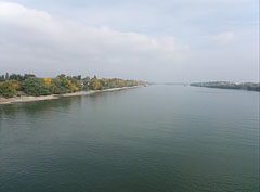 The Danube River on the north from Budapest - Budapeşte, Macaristan