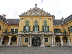 The baroque style Száraz-Rudnyánszky Mansion is a so-called Grassalkovich-type mansion - Budapeşte, Macaristan