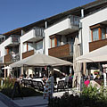 Restaurants and cafés, with the apartments of Hotel Silver Resort above - Balatonfüred, Hungria