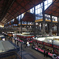 The giant covered hall of the market (which is the oldest and the largest indoor market in Budapest) - Budapest, Hungría