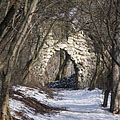 The stone gate of the Árpád Lookout viewed from the forest trail - Budapest, Hungría