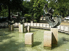 Bronze mermaid statues in the fountain - Budapest, Ungheria