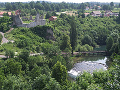 The Slunjčica River and the ruins of the castle, viewed from the main road on the nearby hillside - Slunj, Croazia