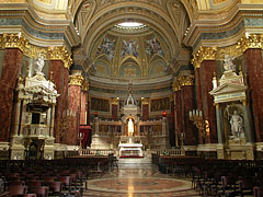 The sanctuary and the main altar in a canopy (or baldachin) of the roman catholic cathedral church - Budapest, Hongrie