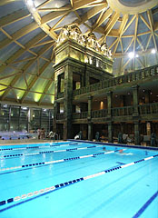 The indoor swimming pool under the big dome - Budapest, Hongrie