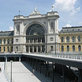 The new subway and the Keleti Railway Station - Budapest, Hongrie
