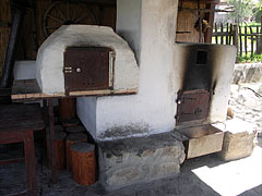 Summer kitchen, an old furnace and bread-maker - Hollókő, Madžarska