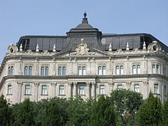 The former Dungyerszky apartment palace is today a modern office building - Budapeszt, Węgry