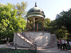 """The pavilion of the Music Well or Bodor Well (in Hungarian """"Zenélő kút""""), a kind of bandstand - Budapeszt, Węgry"""