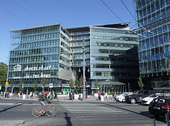 Kálvin Center modern glass-covered office building - Budapeszt, Węgry
