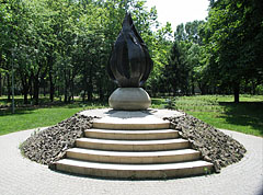 """The """"Flame"""", monument of the Hungarian Revolution of 1956, bronze sculpture on a pile of basalt cobblestones - Budapeszt, Węgry"""