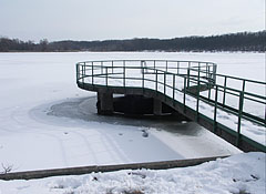 Lake Naplás in winter (the lake was formed artificially by damming up the Szilas Stream) - Budapeszt, Węgry