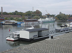 "The ""Lágymányos"" scheduled service passenger boat at the end station in the Újpest Bay - Budapeszt, Węgry"