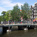 A green bridge with many bicycles, over the Herengracht canal - Amsterdam, Niederlande
