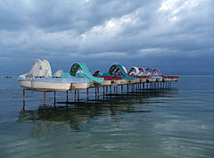 Berthed paddle boats (also known as pedalos or pedal boats) in the lake - Balatonföldvár, Ungarn