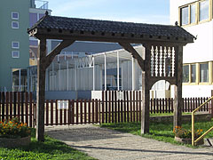 Wood carved Szekely gate at the entrance of the Deák Ferenc Primary School - Barcs, Ungarn