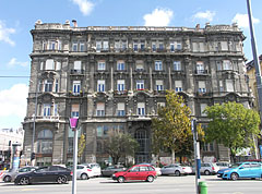 Late eclectic style apartment house on the Danube bank - Budapest, Ungarn