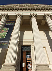 The portico (opened colonnade at the entrance) of Hungarian National Museum, with tympanum on its the pediment - Budapest, Ungarn