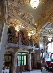 The lobby of the New York Café with the nice handrail of the gallery and with rich stucco ornamentations on the wall - Budapest, Ungarn