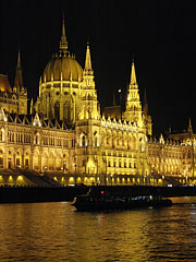"The Hungarian Parliament Building (""Országház"") and the Danube River by night - Budapest, Ungarn"