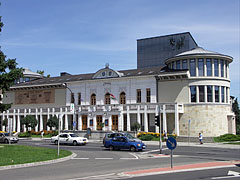 The totally revamped, modern building of the Gárdonyi Géza Theatre - Eger (Erlau), Ungarn