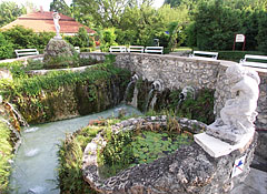 Thermal Bath of Eger, the unique hydro-massage pool, that is recessed below the ground level - Eger (Erlau), Ungarn