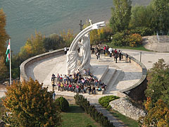 View from the cupola to the round bastion with the sculpture of Miklós Melocco, as well as to River Danube. - Esztergom (Gran), Ungarn