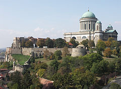 The Castle of Esztergom and the Basilica on the Castle Hill, viewed from the Szent Tamás Hill - Esztergom (Gran), Ungarn