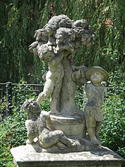 Stone putto statues from around 1760 on the riverbank - Jászberény, Ungarn