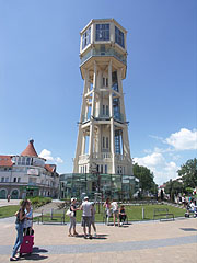 The renewed main square and the Water Tower - Siófok, Ungarn