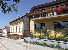 Some dwelling houses of the main street - Szada, Ungarn