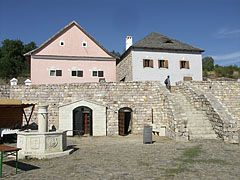 A moody terraced plaza, typical in the Upland market towns - Szentendre (Sankt Andrä), Ungarn