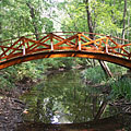 Arched wooden footbridge over the side-branch of the Hajta Stream - Tóalmás, Ungarn