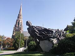 "The St. Ladislaus Parish Church and the ship-like ""Őshajó"" (literally ""Ancient ship"") sculpture - Boedapest, Hongarije"