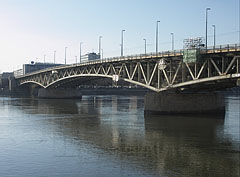 The Petőfi Bridge viewed from the Pest side of the river, from the Boráros Square - Boedapest, Hongarije
