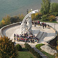 View from the cupola to the round bastion with the sculpture of Miklós Melocco, as well as to River Danube. - Esztergom, Hongarije