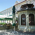 The pavilion was formerly a newspaper stall, today it is the bar counter of a restaurant - Nagykőrös, Hongarije