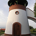 The circular and tower-like Kőhegy Lookout or Belvedere, built in 2000 - Zamárdi, Hongarije