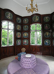 The interior of the Royal Pavilion, the wood paneled wall contains portraits of 54 Hungarian rulers, leaders from the Hungarian Conquest period and later kings and princes - Gödöllő, Ungari