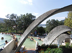 From the terraced pools of Lepence thermal bath it is possible to take pleasure in the picturesque vision of the Danube Bend while bathing - Visegrád, Ungarn