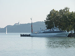 """The """"Fonyód"""" excursion ship at the boat station - Balatonfüred, هنغاريا"""