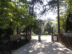 Peasants' Yard, entrance and look to the direction of the parking area - Budakeszi, هنغاريا