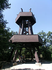 """The wood-made Lookout tower on the """"Elm forest glade"""" (Szilfa-tisztás) - Budakeszi, هنغاريا"""