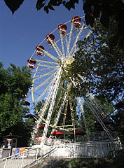 Panorama Wheel of Giant Wheel attraction (actually a ferris-wheel) - بودابست, هنغاريا