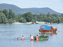River Danube, Szentendre Island and the green hills of the Visegrád Mountains from Dunakeszi - Dunakeszi, هنغاريا